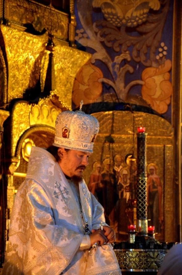Liturgie épiscopale dans l'église Saint-Nicolas de Nice le jour de la Transfiguration du Seigneur