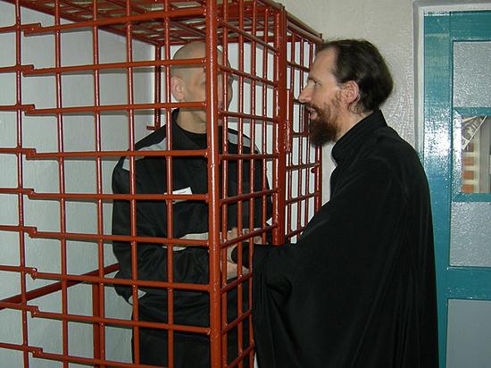 Un diacre moscovite passe ses vacances dans des colonies de détenus condamnés à la réclusion à perpétuité