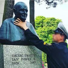 Des étudiants russes ont blasphémé en Pologne un buste de Jean-Paul II