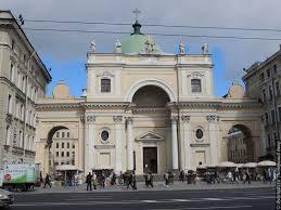 La façade de l'église catholique Sainte-Catherine a été restaurée  pour l'ouverture de la Coupe du monde de foot