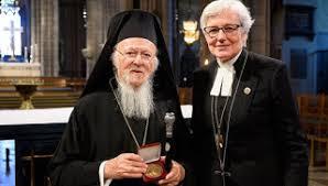 """Le patriarche Bartholomée décoré par """"l'archevéquesse"""" de l'église suédoise"""