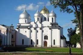 Un laboratoire mobile venu de France examine les églises antiques de Novgorod
