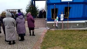 Le cortège funèbre tente d'accaparer l'église