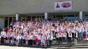 Des nationalistes ukrainiens menacent d'incendierle lycée russophonede Lviv