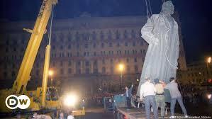 La communauté orthodoxe s'est fermement opposée à la restauration du monument au bourreau Dzerzhinsky à  la place de la Loubianka