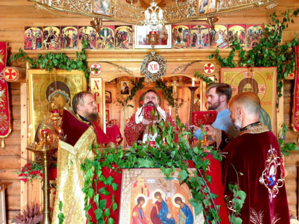 Un hiérarque de l'Église roumaine a célébré la liturgie à l'église russe Saint-Olaf de Stiklestad