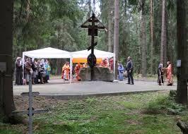 Une liturgie a été officiée le 29 dimanche  juin au cimetière mémorial de Levachovo non loin de Saint Petersburg