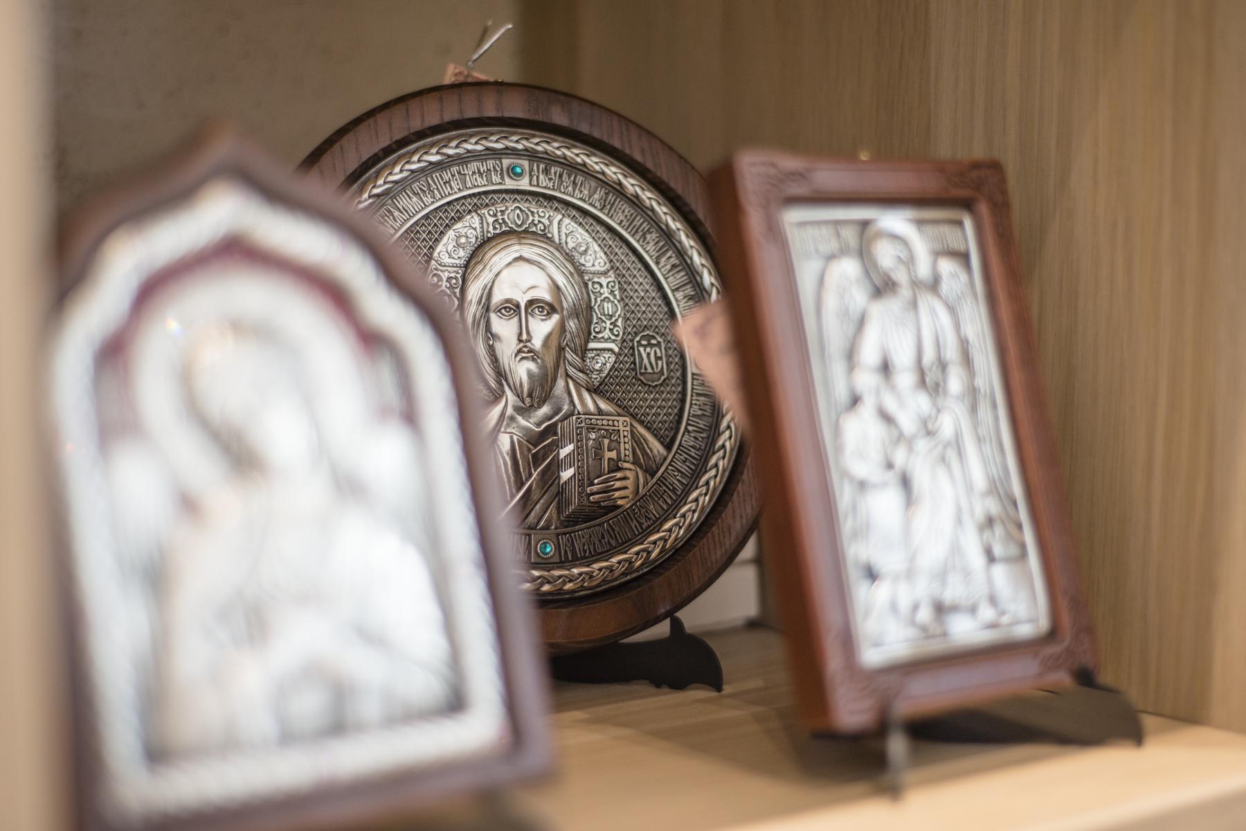 La librairie et la boutique du Centre spirituel  de la Cathédrale orthodoxe russe à Paris