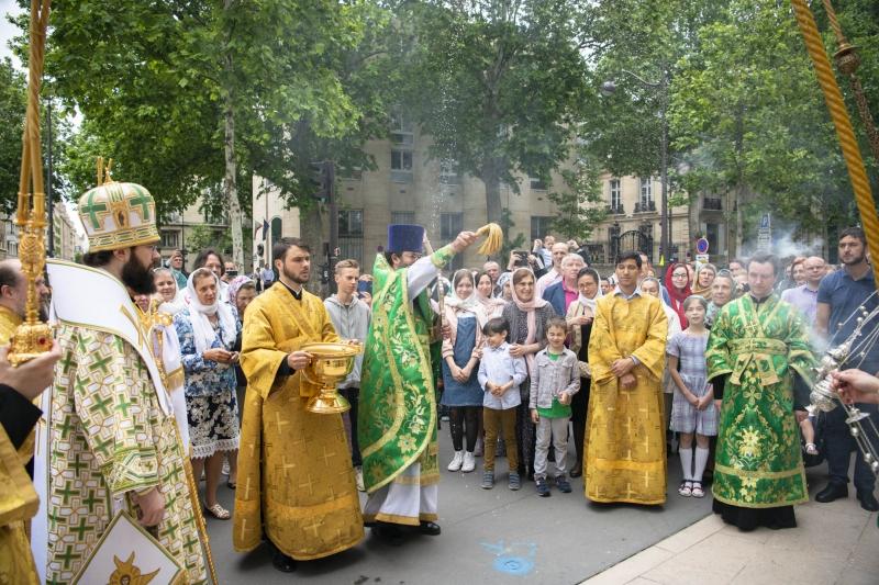 La fête patronale de la cathédrale de la Sainte-Trinité et la première Liturgie du Mgr Antoine, le métropolite de Chersonèse et d'Europe occidentale à Paris