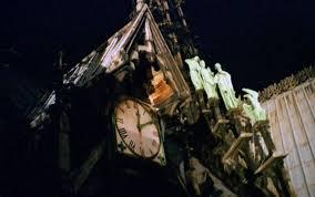 Notre-Dame : une sœur quasi-jumelle de l'horloge brûlée miraculeusement retrouvée