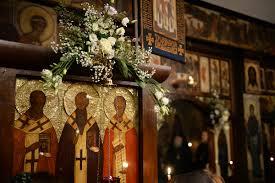 Une parcelle du Précieux Bois de la Sainte Croix  a été offerte à l'église des Trois Saints Hiérarques par l'archimandrite Siméon