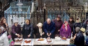 """L'Église orthodoxe russe demande de ne pas s'inquiéter de l'annulation des itinéraires """"de Pâques"""" vers les cimetières"""