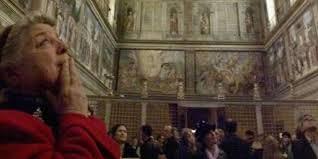 Le Vatican et la plupart des régions d'Italie ont assoupli les restrictions imposées en raison du COVID-19