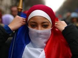 L'extrême droite française appelle à la fin de l'idéologie islamiste dans le pays et à l'interdiction du hijab