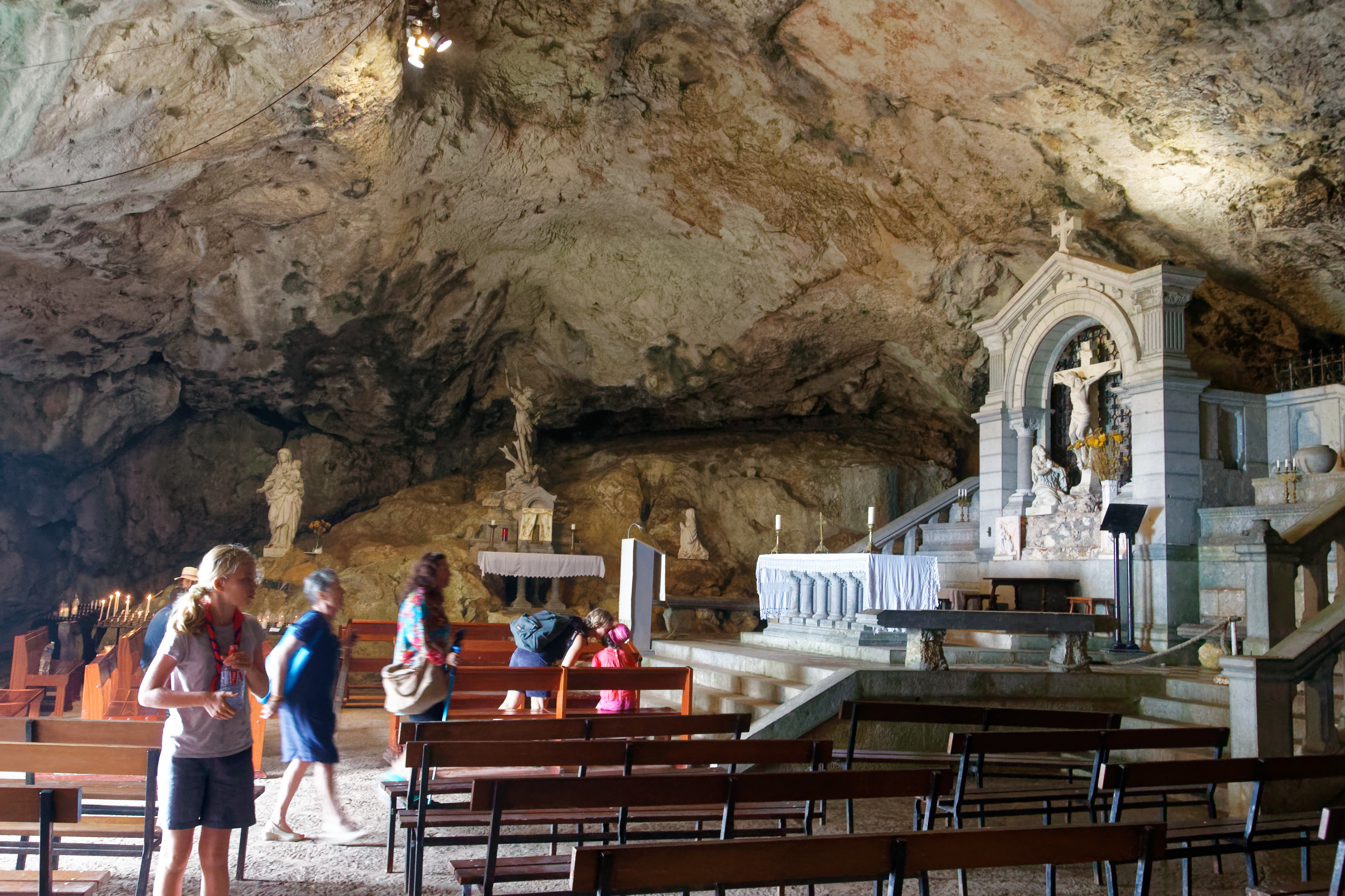 La Côte d'Azur, terre de conversion des musulmans. Sur les 4 468 adultes qui ont reçu le baptême catholique en France
