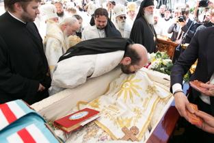 L'archevêque Job aux obsèques du métropolite Vladimir de Kiev