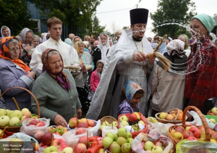 Les trois Sauveurs:  miel, pommes, pain