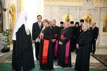 L'archevêque de Naples a remis au patriarche Alexis une parcelle des reliques de Saint Gennaro