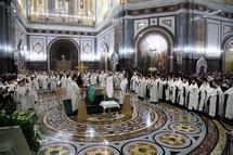 Le locum-tenens du siège patriarcal a présidé un office devant la dépouille du patriarche Alexis