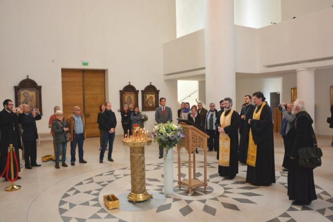 L'ambassadeur de Bulgarie en France a fait don à la cathédrale de la Sainte Trinité à  Paris d'une icône de l'Annonciation