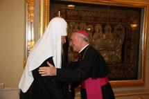 Le patriarche Cyrille a reçu Mgr Vincenzo Paglia