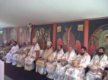 Mgr Innocent a participé à la liturgie à Limours présidée par le patriarche Daniel de Roumanie