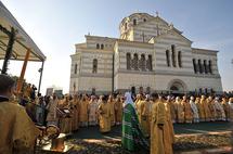 Liturgie patriarcale sur le lieu du baptême du saint prince Vladimir à Chersonèse
