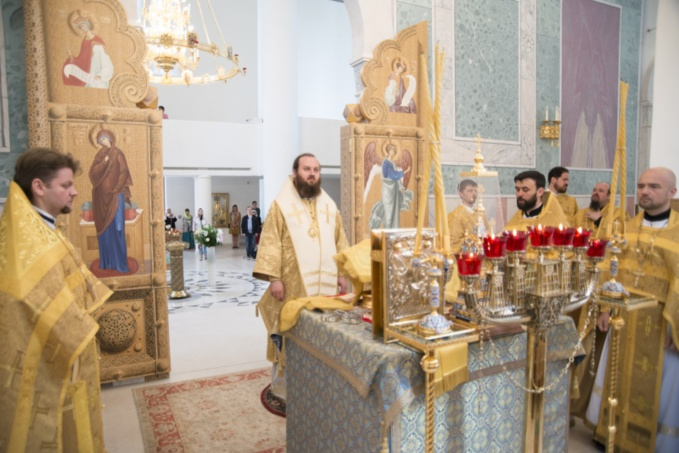 Monseigneur Constantin, évêque de Zaraïsk, a célébré la Divine Liturgie à la cathédrale de la Sainte Trinité