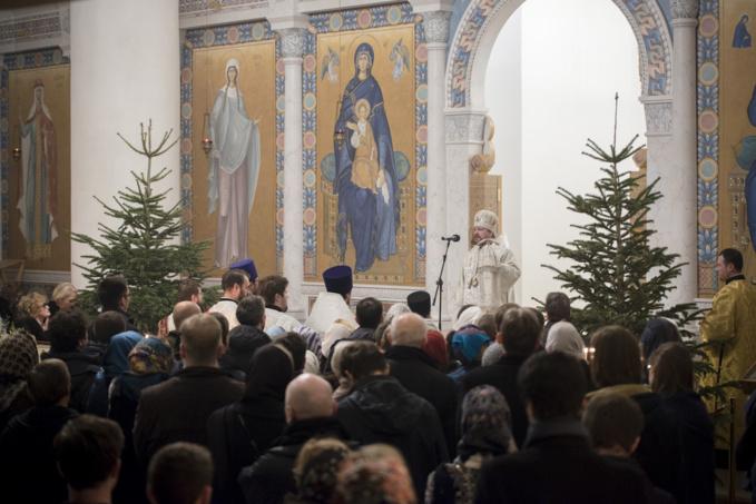 Mgr Jean, métropolite de Chersonèse et d'Europe occidentale, a célébré la Divine Liturgie de Noël en la cathédrale de la Sainte Trinité à Paris