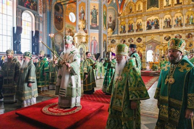 Monseigneur Antoine a pris part à la Liturgie patriarcale célébrée au monastère de Valaam
