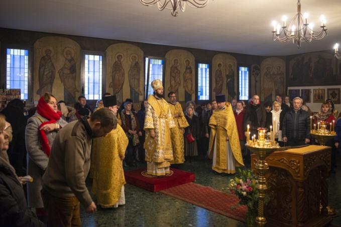 Mgr Antoine, exarque du patriarche, a célébré la Divine liturgie à la cathédrale des Trois Saints Docteurs à Paris