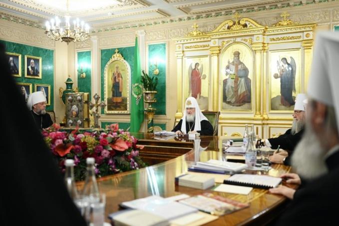Le Saint Synode appelle à prier fort pour que cesse la pandémie propagée par le coronavirus