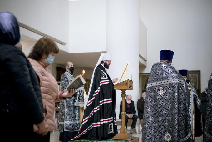 Mgr Antoine a célébré les Matines avec la lecture du Grand canon pénitentiel du saint André de Crète