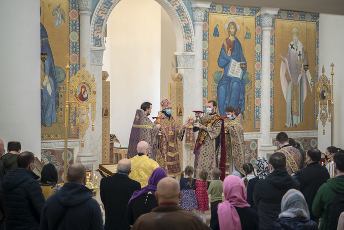 Mgr Antoine a célébré le rite de bénédiction des nouveaux animensions ainsi que la Divine Liturgie en la cathédrale de la Sainte Trinité