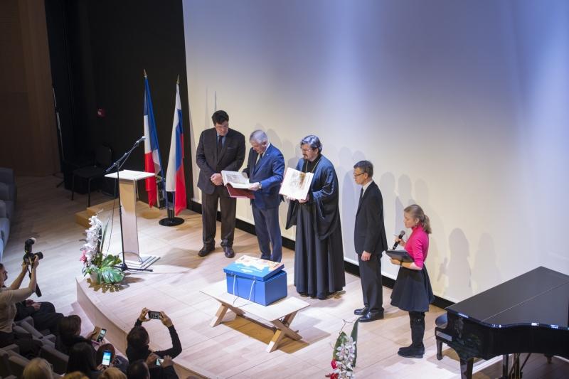 Remise au Centre Spirituel et Culturel Orthodoxe Russe de l'édition d'un fac-similé d'une chronique illustrée d'Ivan le Terrible