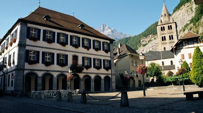 La chapelle Saint-Jacques appartenant à l'abbaye Saint Maurice (canton suisse du Valais) a été transmise au diocèse de Chersonèse