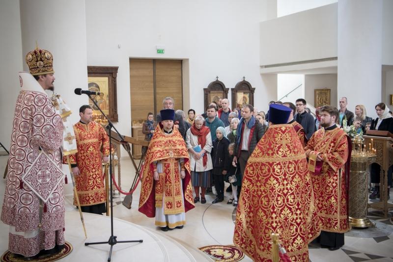 Mgr Nestor, évêque de Chersonèse, a célébré la Divine Liturgie du dimanche de l'aveugle-né