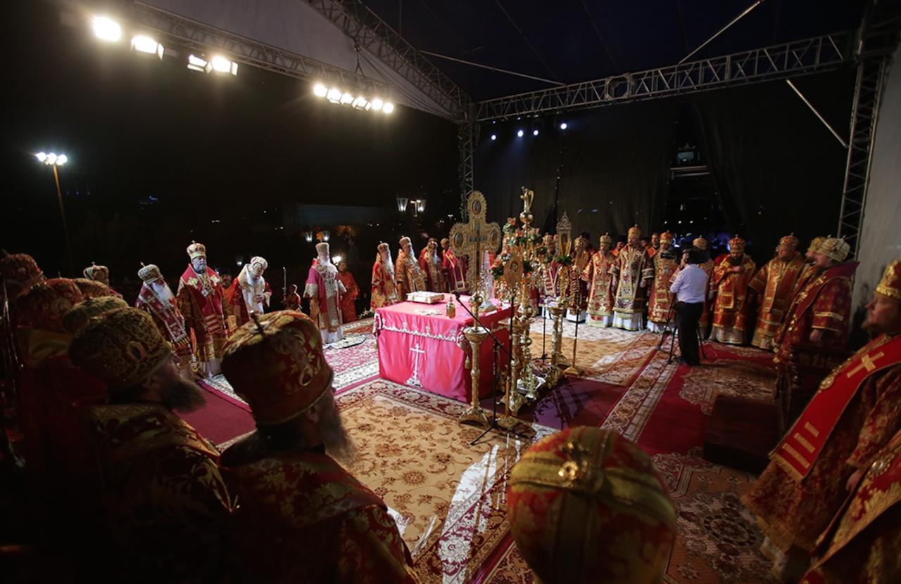 Monseigneur Nestor, évêque de Chersonèse, a concélébré une liturgie dite par le patriarche Cyrille à Ekaterinbourg