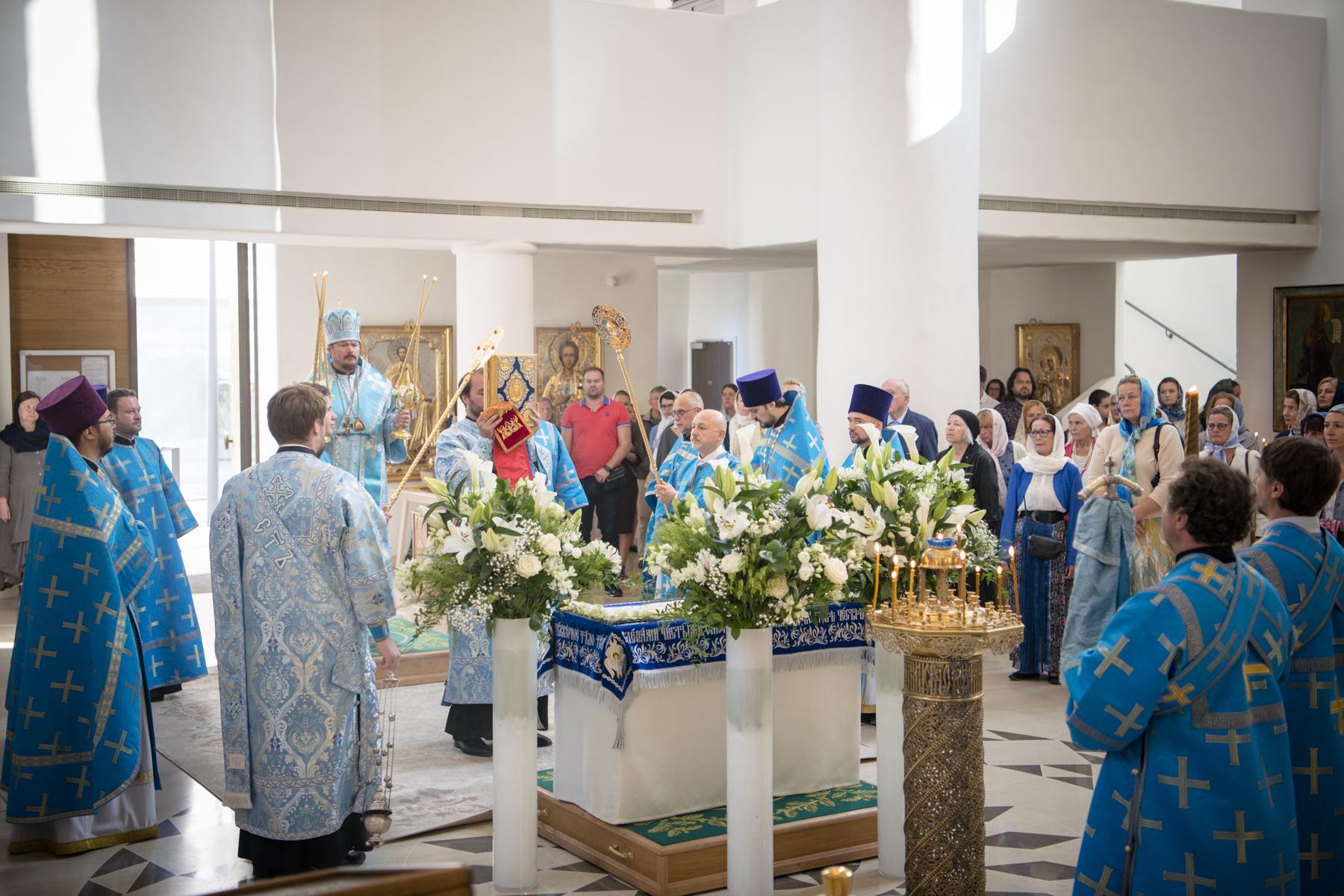 La fête de la Dormition de la Vierge Marie célébrée en la cathédrale de la Sainte-Trinité à Paris