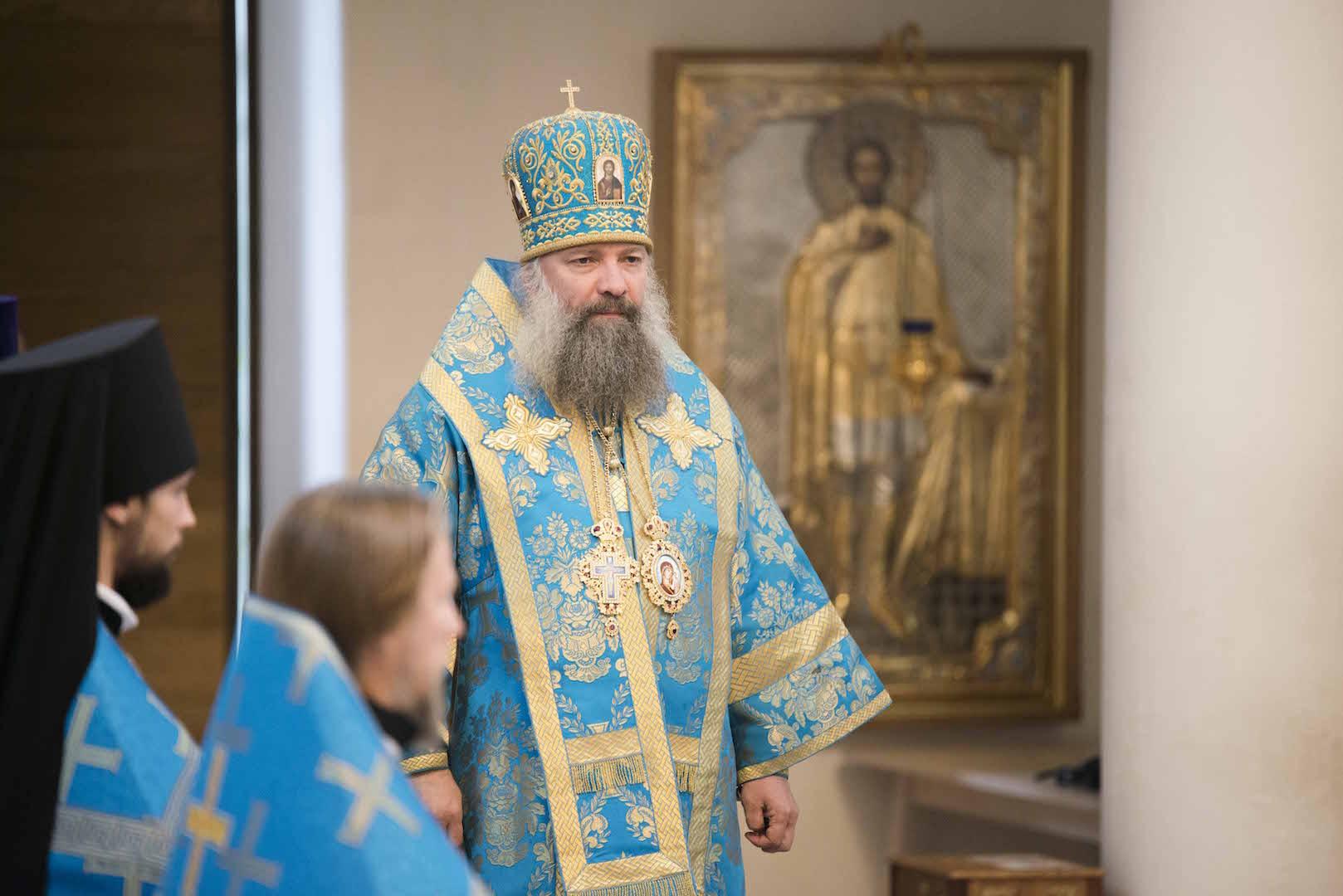 Le jour de la fête de la Nativité de la Vierge Mgr Pitirime, évêque de Douchanbé, a célébré la Divine Liturgie en la cathédrale de la Sainte Trinité