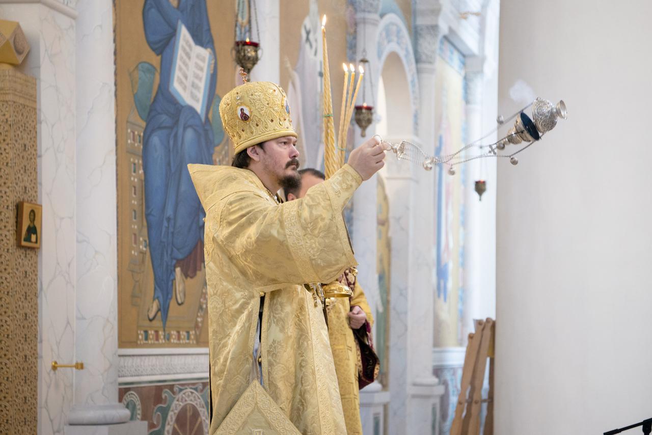 Mgr Nestor, évêque de Chersonèse, a officié la Divine Liturgie en la cathédrale de la Sainte-Trinité