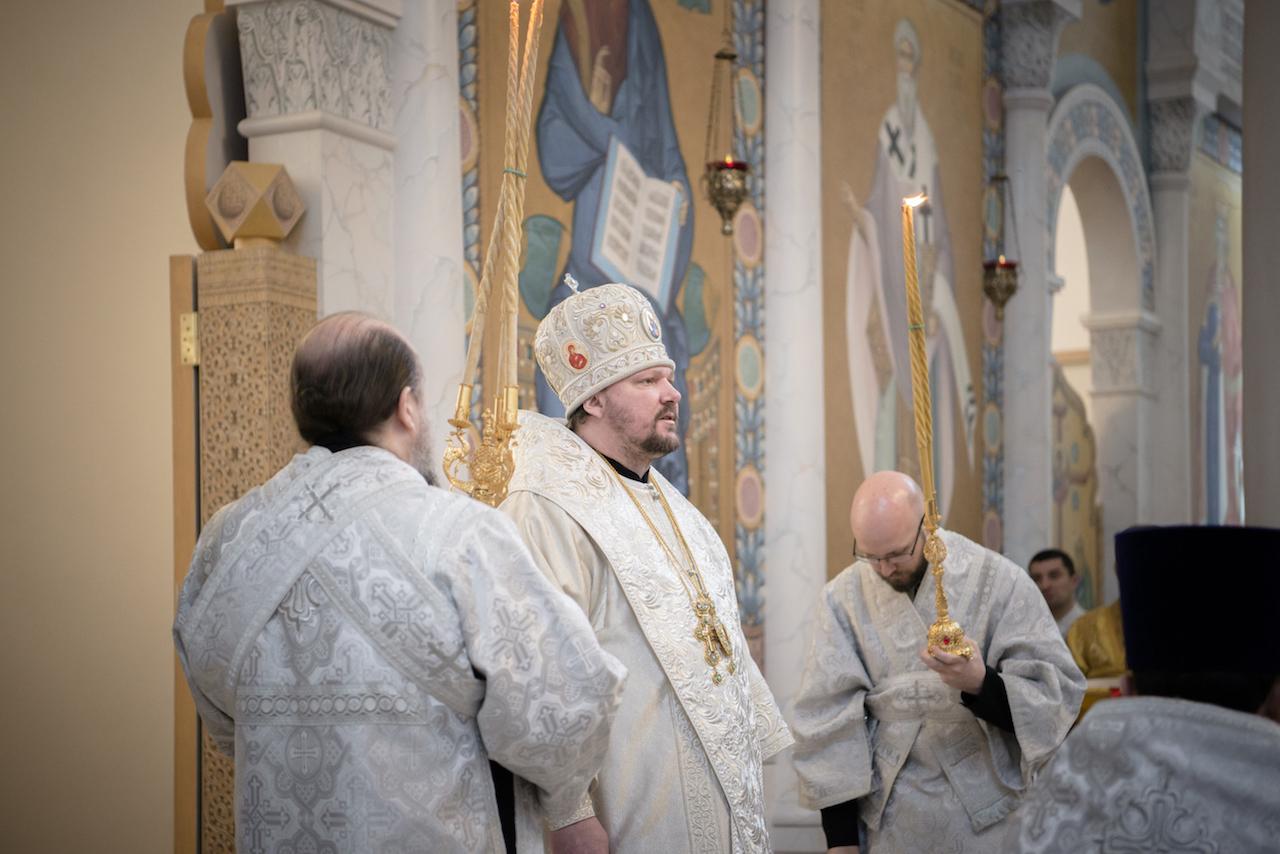 Clôture de la fête du Baptême du Christ: Mgr Jean, métropolite de Chersonèse et d'Europe occidentale a célébré la Liturgie en la cathédrale de la Sainte-Trinité
