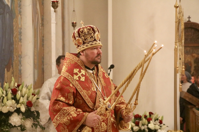 La nuit de Pâques Son Éminence Jean, métropolite de Chersonèse et d'Europe Occidentale a célébré les Matines et la Divine Liturgie