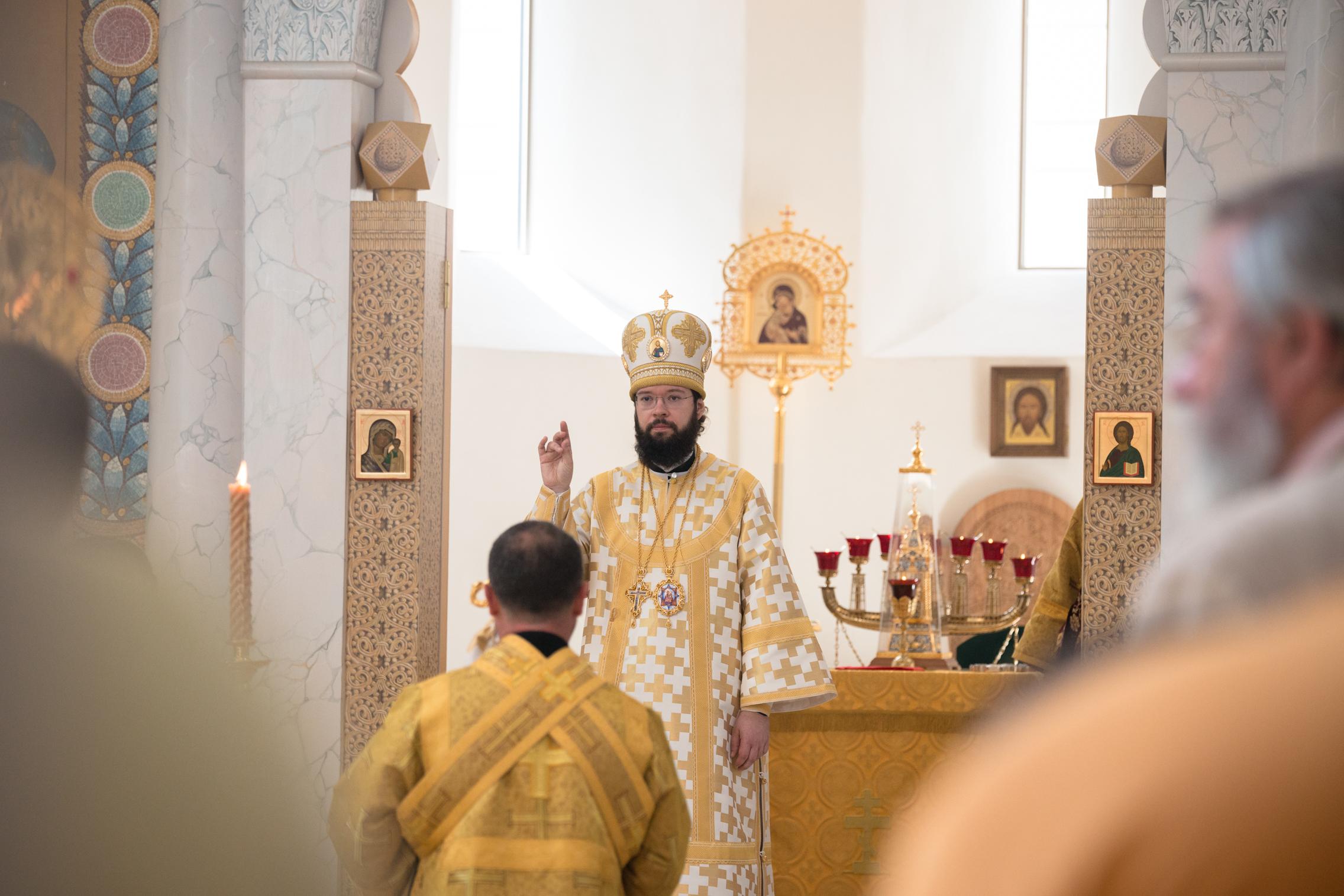 Mgr Antoine, métropolite de Chersonèse et d'Europe occidentale, a célébré la Divine Liturgie de la fête de tous les Saints de la Terre Russe