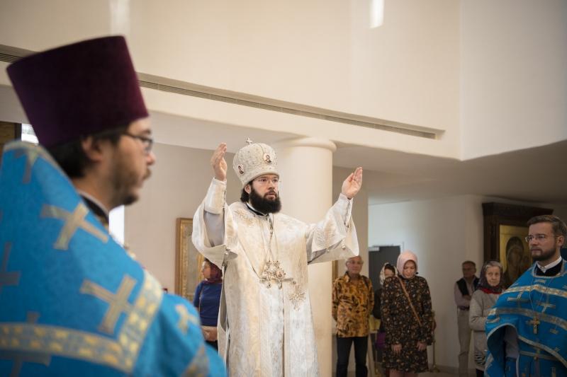 Le métropolite Antoine a célébré la Divine Liturgie en la cathédrale de la Sainte Trinité