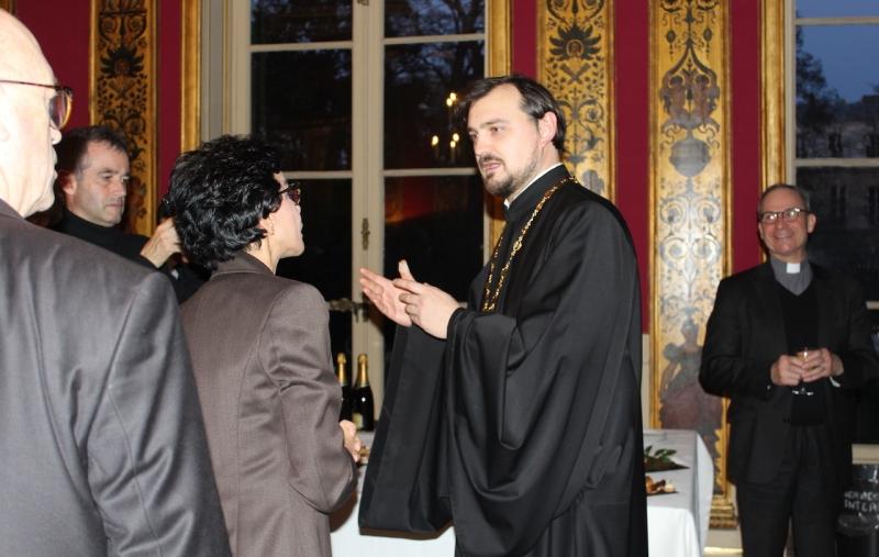 Membre du clergé de la cathédrale  Sainte Trinité présent à la réception du Nouvel An donnée par la mairie du VII arr. de Paris