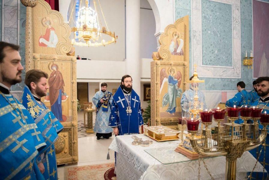 La Synaxe de la Mère de Dieu célébrée par Mgr Antoine et le clergé en la cathédrale de la Sainte Trinité à Paris