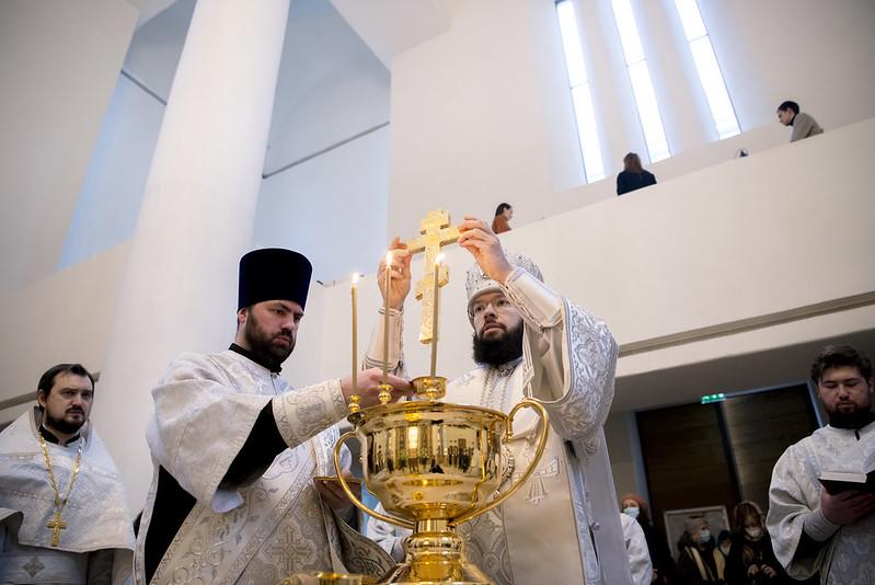 La Sainte et Glorieuse Théophanie : métropolite Antoine a célébré la Divine Liturgie en la cathédrale de la Sainte Trinité à Paris