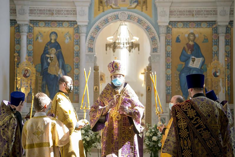 Le métropolite Antoine a célébré les Vigiles du 5ème dimanche du Grand Carême en la cathédrale de la Sainte Trinité