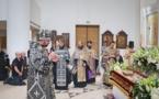 Le Vendredi Saint: les vêpres avec la Mise au Tombeau célébrées par Son Éminence Jean, métropolite de Chersonèse